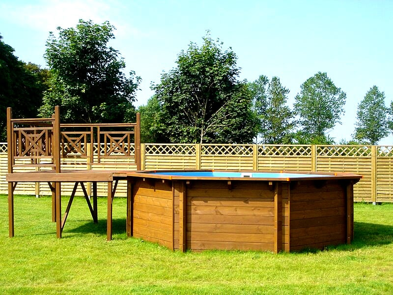 Terrazza in legno jardin for Piscina 5x3 fuori terra