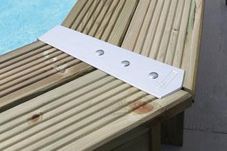 Caratteristiche della piscina in legno fuori terra da giardino OCEAN 610x400: protezioni angolari del bordo in PVC
