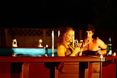Piscina in legno fuori terra da esterno OCEAN 550x355: ideale per una serata romantica