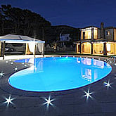 Piscineitalia piscina interrata futura romana - Piastrelle bordo piscina ...