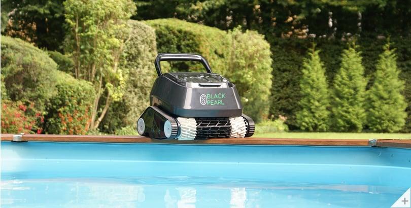Robot piscina 8streme 7310 Black Pearl su bordo piscina