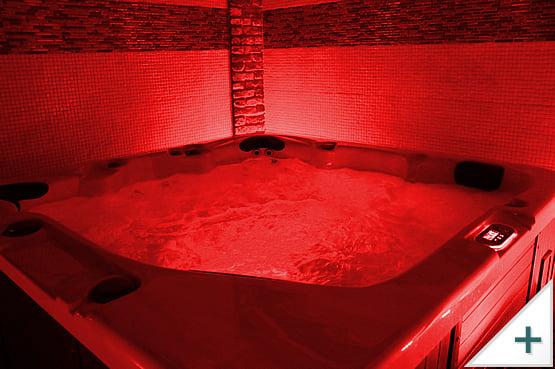 Vasca idromassaggio per esterni, interni e giardino: illuminazione a LED, colore rosso