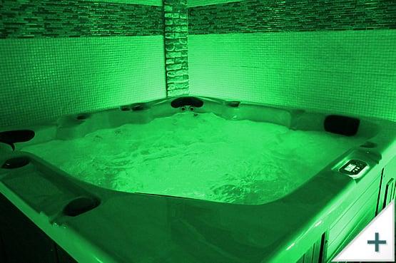 Vasca idromassaggio per esterni, interni e giardino: illuminazione a LED, colore verde