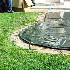 Copertura invernale con occhielli e cavo elastico per piscina a forma libera