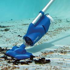 Pulitore elettrico per vasche idromassaggio e piccole piscine CATFISH